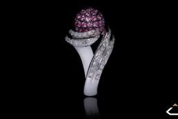 anillo oro blanco zafiro rosa diamantes