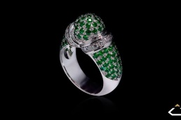 anillo oro blanco tsavoritas diamantes