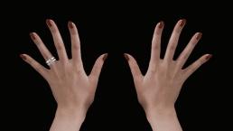 En que mano se pone el anillo de matrimonio en USA y CANADA